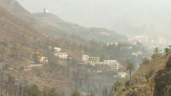El incendio de La Gomera tiene un frente activo de 3 kms en suelo y subsuelo