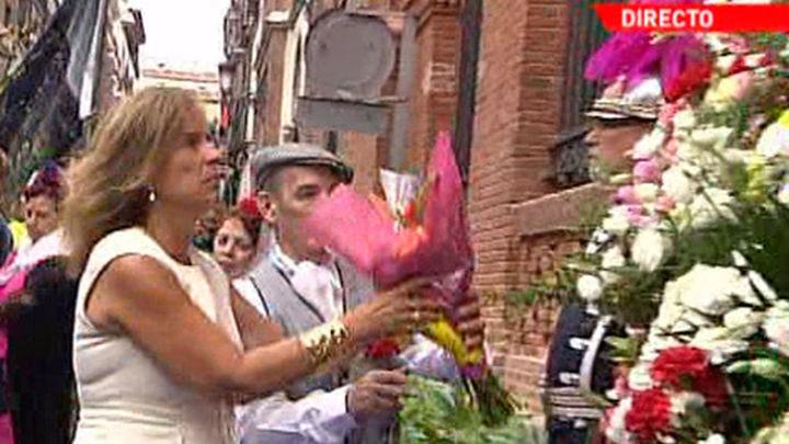 Ana Botella abre las fiestas de La Paloma con la ofrenda floral