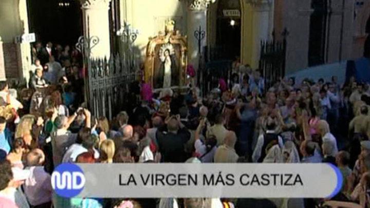 Miles de madrileños acompañan a la Virgen de La Paloma en su procesión