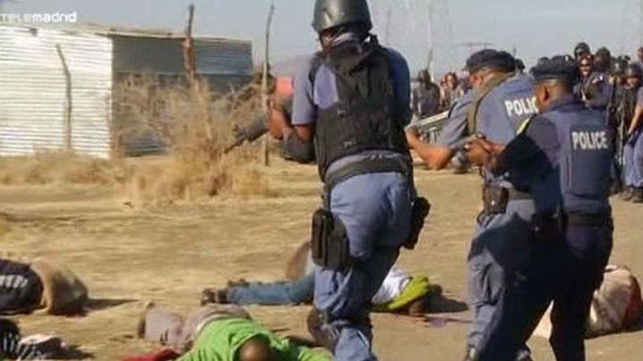 Mueren 34 mineros y 78 resultan heridos en Sudáfrica por disparos de la Policía