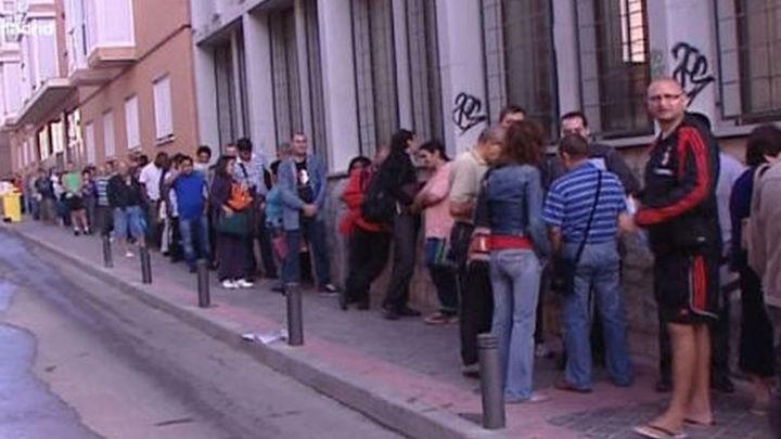 Se valorará la renta de los padres de los parados para obtener la ayuda de 400 euros