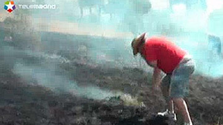 Un cámara de Telemadrid graba las primeras imágenes del incendio en Valdemaqueda
