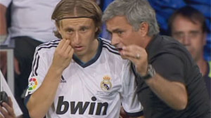 Modric consigue su primer trofeo 36 horas después de llegar al Madrid
