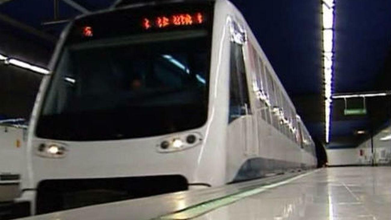 Un invidente se salva de ser arrollado por un  tren de la vía en Metrosur