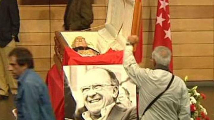 Políticos, sindicalistas, famosos y ciudadanos anónimos despiden a Carrillo