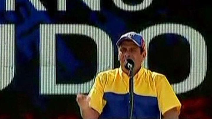 La oposición desborda de forma pacífica Caracas en apoyo de su líder Capriles