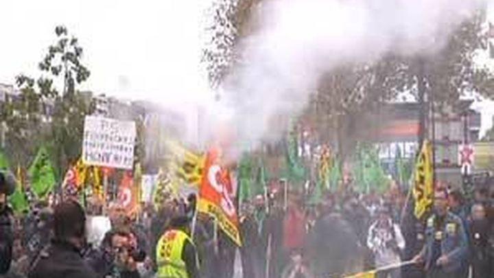 Miles de personas protestan en Francia contra la destrucción de empleo