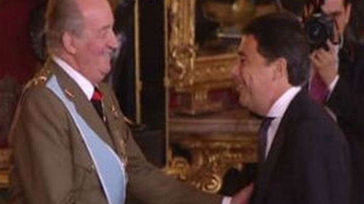 González y Botella asisten a la celebración presidida por los Reyes