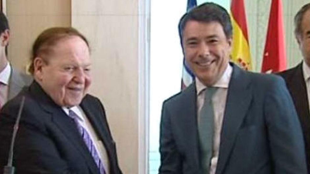 Adelson hace un viaje relámpago a Madrid para reunirse con González