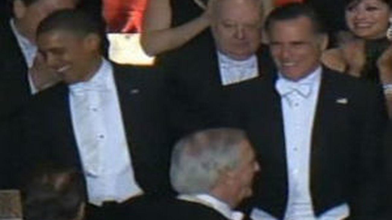 Un sarcástico Romney intercambia bromas con un autocrítico Obama