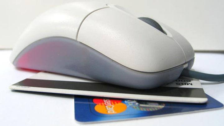 Golpe a una banda en Barcelona que compraba en Internet con tarjetas de crédito clonadas