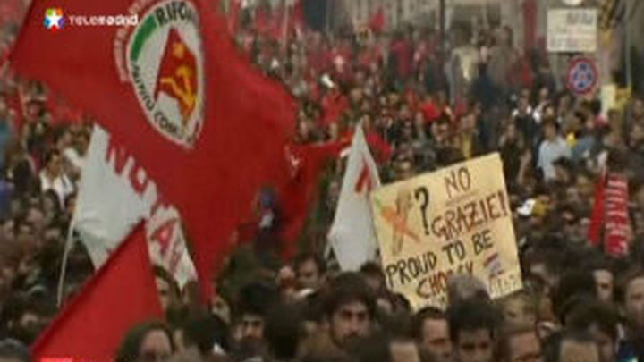 Decenas de miles de personas salen a la calle contra el Gobierno de Monti