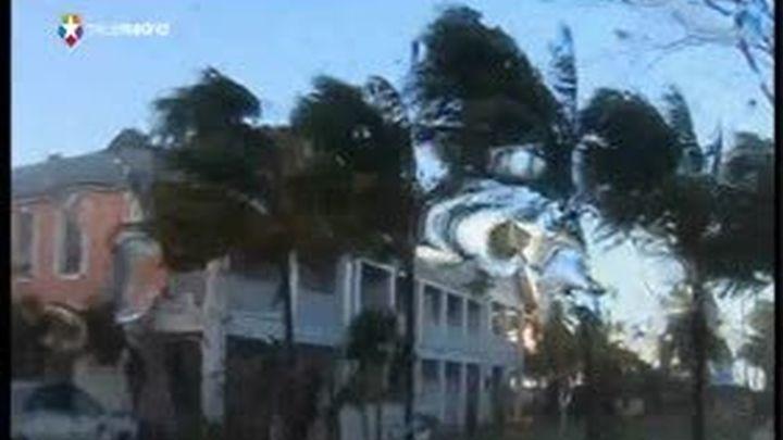 """El huracán """"Sandy"""" pierde intensidad y amenaza a la costa noreste de EE.UU"""