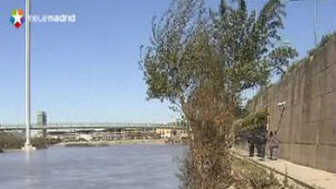Once policías salvan del Ebro a un hombre que acababa de acuchillar a un agente
