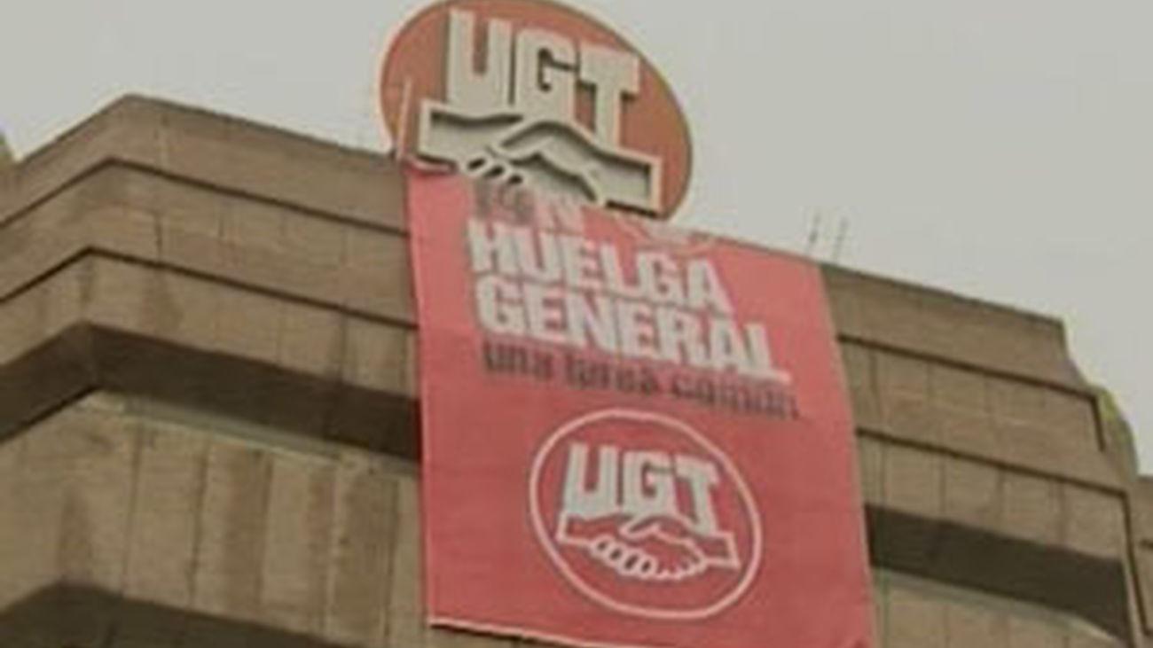 Pancarta en la sede UGT