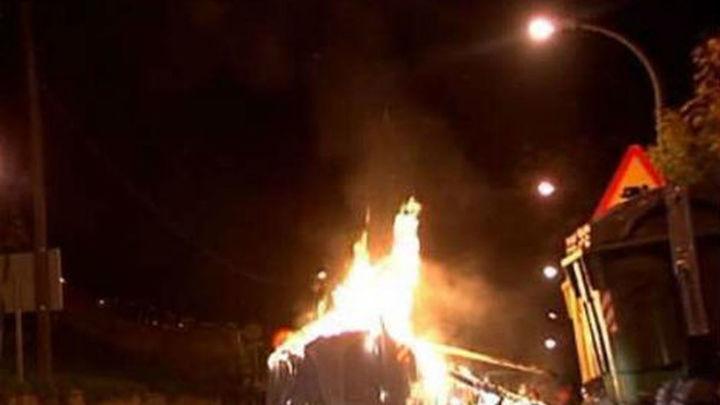 Los bomberos realizan 70 actuaciones en Jerez por la quema masiva de contenedores