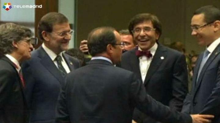 Rajoy se reúne con Merkel y Hollande para rebajar los recortes a España