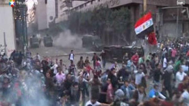 Los egipcios se echan a la calle mientras Mursi defiende sus decisiones