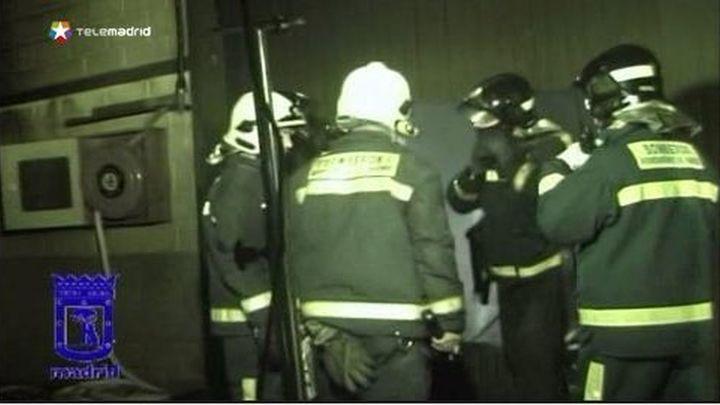 Un incendio en el polígono de Valdemingómez devora una nave industrial de productos textiles