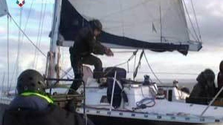 Intervienen en Huelva un velero con 50 litros de cocaína disuelta en agua mar