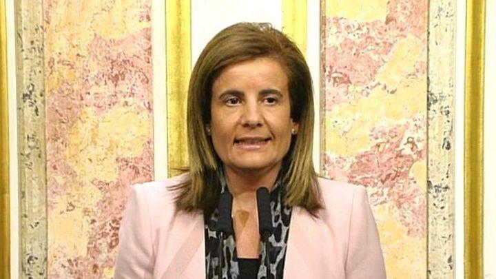 """Báñez considera una decisión """"responsable"""" no revalorizar las pensiones"""