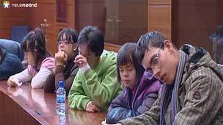 Discapacitados intelectuales debaten en la Asamblea sus reivindicaciones