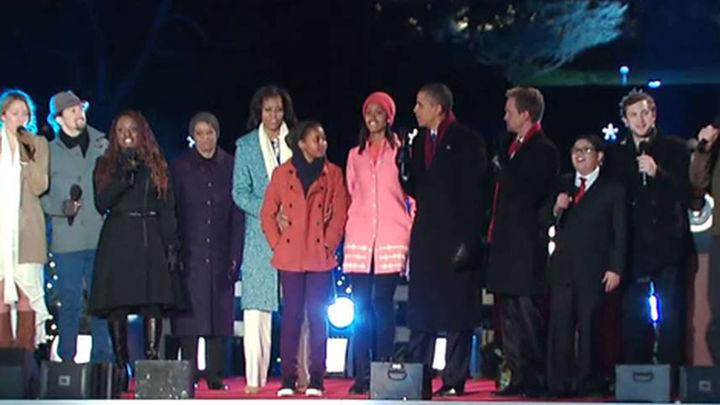 Los Obama inauguran el encendido navideño y recuerdan a las víctimas de Sandy
