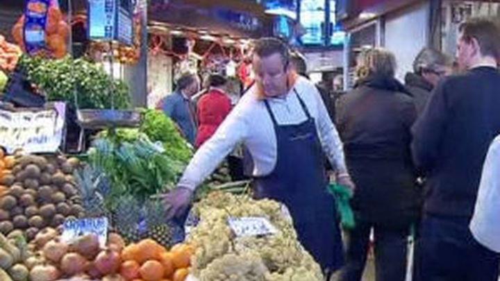Los madrileños ultiman las compras para la cena de Nochevieja