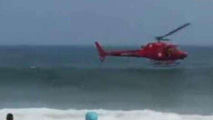 Un helicoptero cae al mar en Río de Janeiro durante un rescate