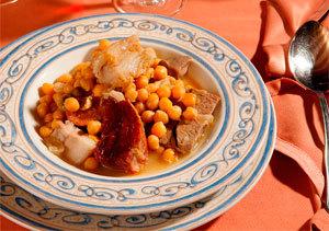Plato de cocido madrileño