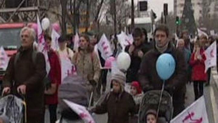 Masiva protesta en París contra el proyecto de ley sobre las bodas gay