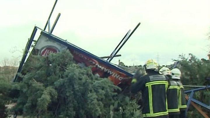 Los bomberos realizan más de un centenar de intervenciones a causa del viento