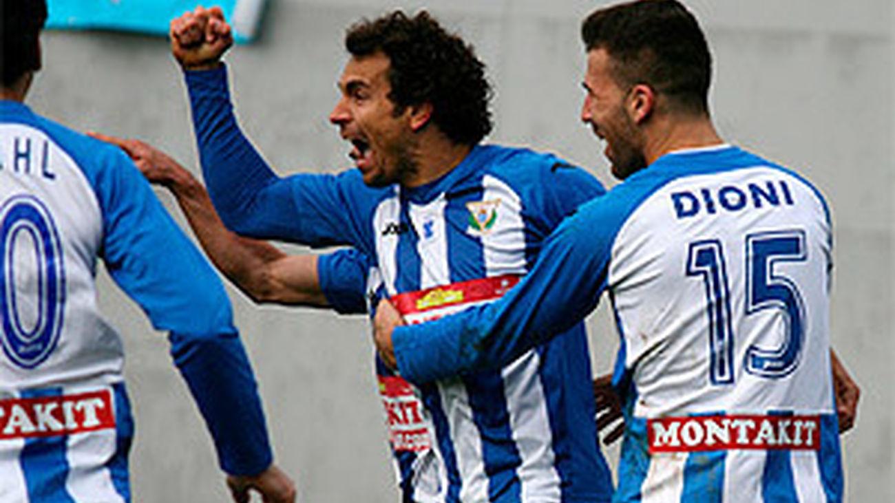 Carlos Martínez y Dioni celebran un gol en el partido ante el Real Madrid C