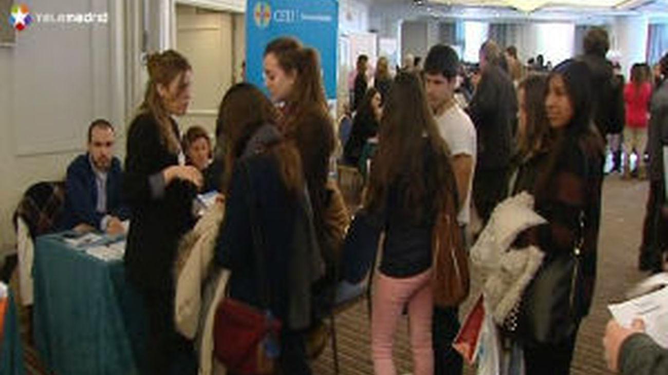 Los jovenes buscan orientación sobre su futuro académico y laboral