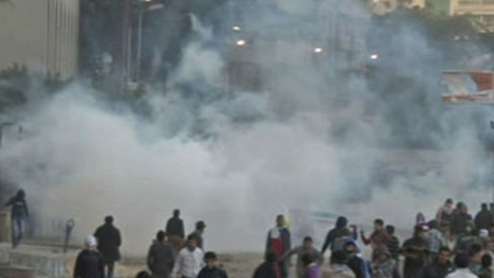 Medio centenar de heridos en choques junto a la sede de los Hermanos Musulmanes