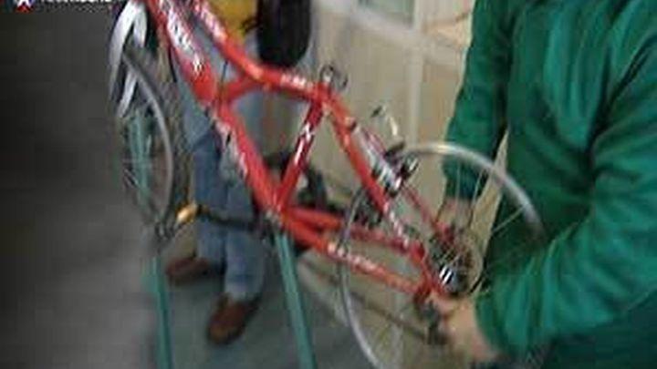 Un taller de reparación de bicis para reforzarla reinserción de menores infractores