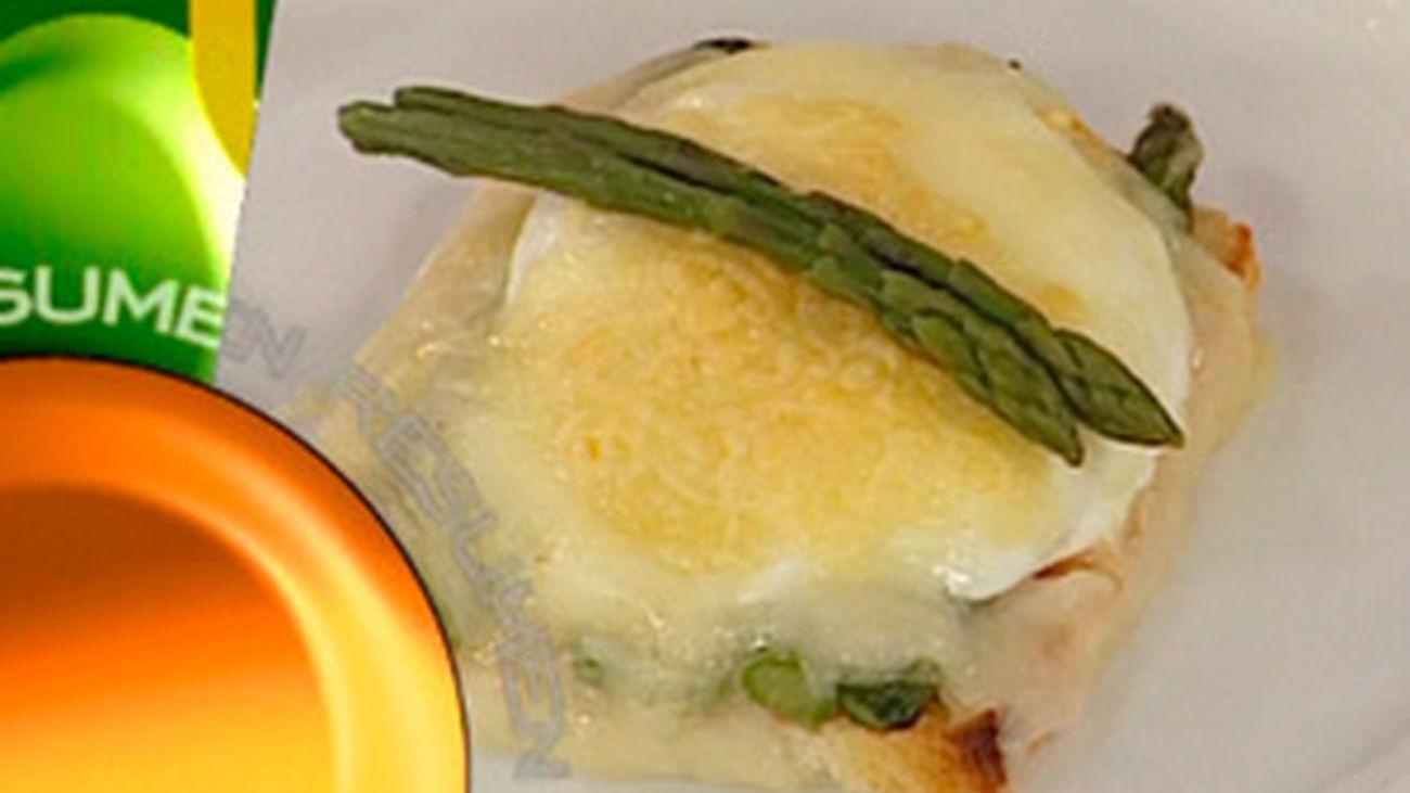 ¿Qué comemos hoy? Receta: Huevos gratinados con salmón y espárragos