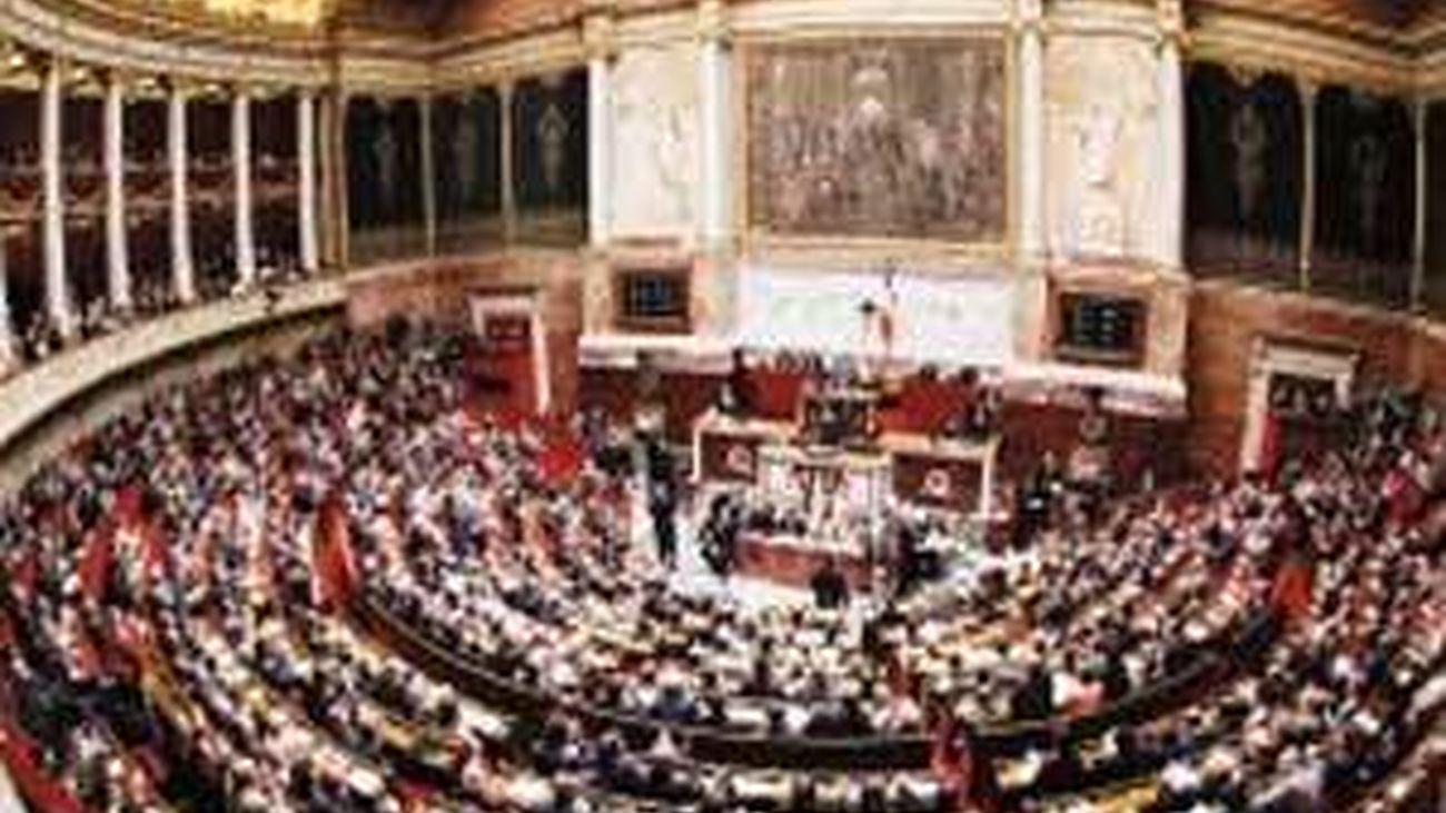 La Asamblea francesa aprueba la ley que permite  el matrimonio gay y la adopción a homosexuales
