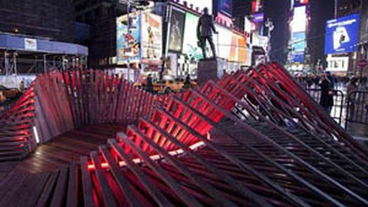Times Square celebra San Valentín  con una gran escultura en forma de corazón