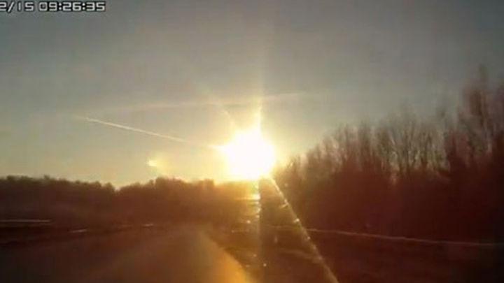 El meteorito de Cheliabinsk (Rusia) chocó con  un objeto celeste o pasó muy cerca del Sol