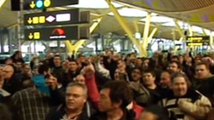"""Iberia convoca a los sindicatos  con la intención de """"acercar posturas"""""""