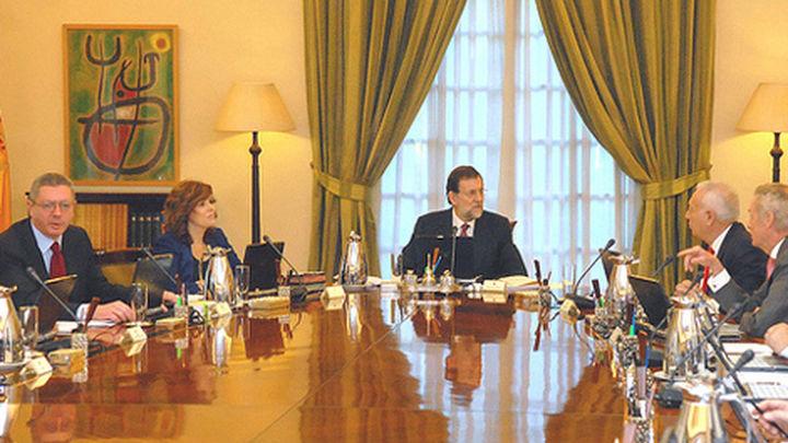 El Gobierno aprueba el proyecto de ley de Cajas y el Plan Verano 2013