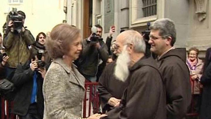 La Reina recibida con aplausos por los feligreses en el templo de Jesús de Medinaceli