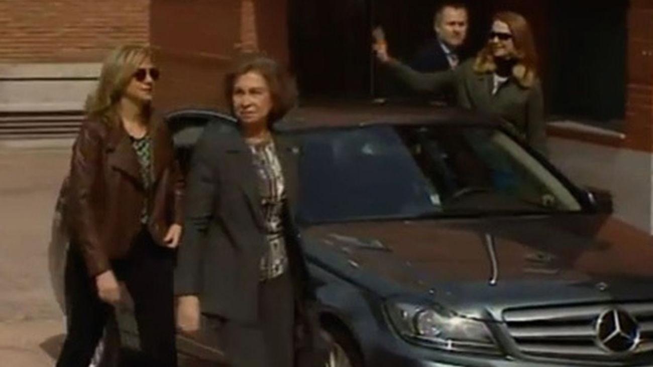 La Reina y las infantas a la llegada al hospital