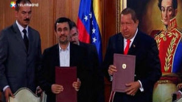 """Chávez se inspiró en la dictadura castrista para tejer sus """"alianzas bolivarianas"""""""