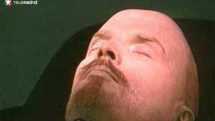 El cuerpo de Chávez embalsamado será expuesto al público como otros líderes