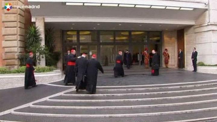 Los cardenales se reúnen por última vez antes del cónclave de este martes