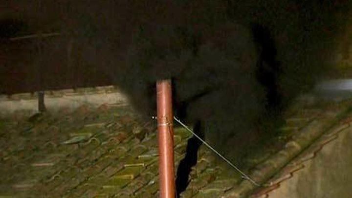 Fumata negra en la primera votación del Cónclave para elegir al nuevo Papa