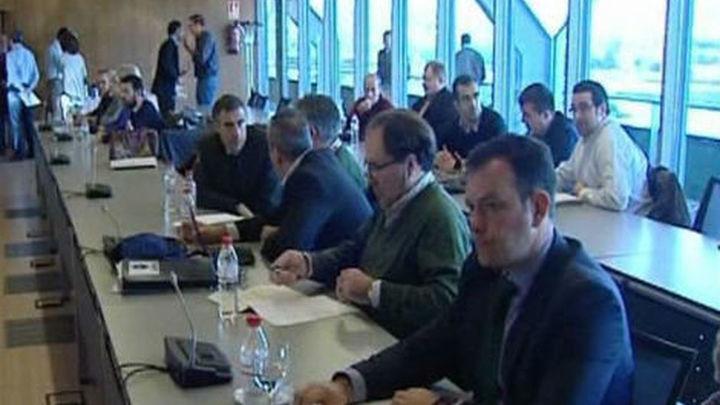 Sindicatos e Iberia firman la  propuesta del mediador, que pone fin a la huelga
