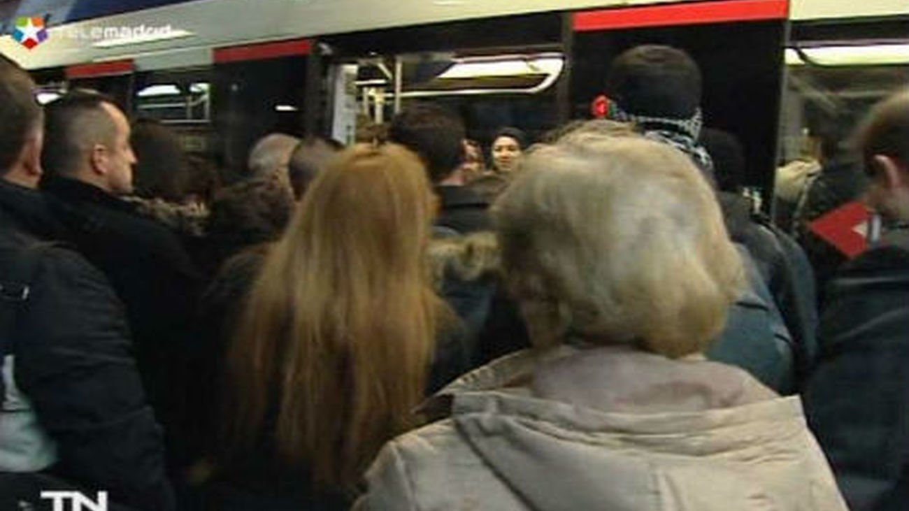 Metro cifra en un 53% el seguimiento de los paros y los sindicatos, casi  en el 100%